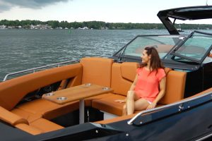 Cruisers Yachts - 338 Outboard