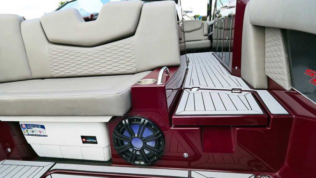 Cruisers Yachts - 338 Palm Beach Edition - Bow Rider