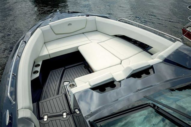 Cruisers Yachts - 338 South Beach Edition - Bow Rider