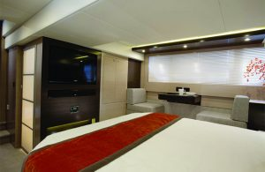 Cruisers Yachts - 54 Fly