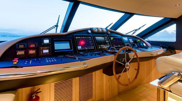 Majesty Yachts - 110
