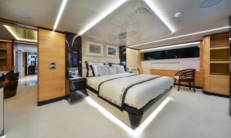 Majesty Yachts - 122