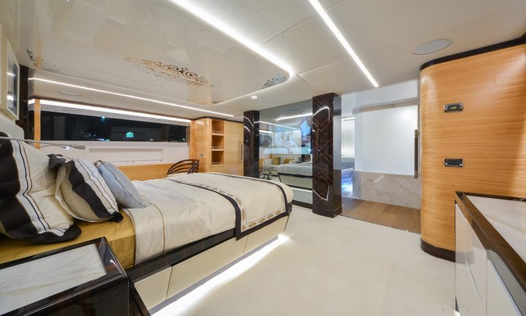 Majesty Yachts - 122