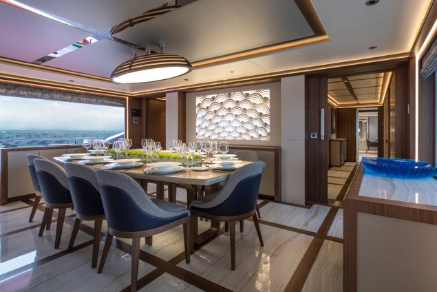Majesty Yachts - 140