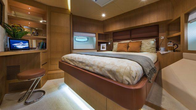 Majesty Yachts - 70
