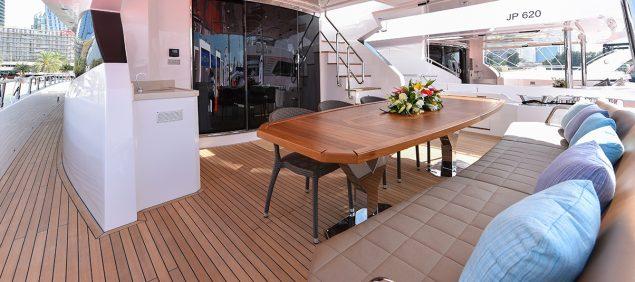 Majesty Yachts - 90